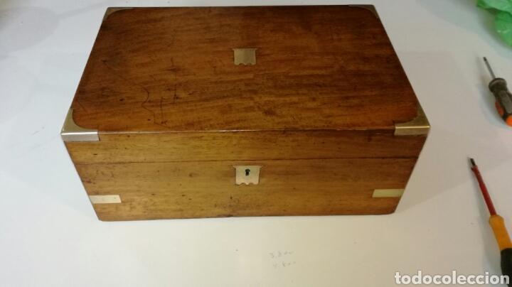 ESCRITORIO DE BARCO O DE VIAJE CON HERRAJES DE LATON (Antigüedades - Muebles Antiguos - Escritorios Antiguos)
