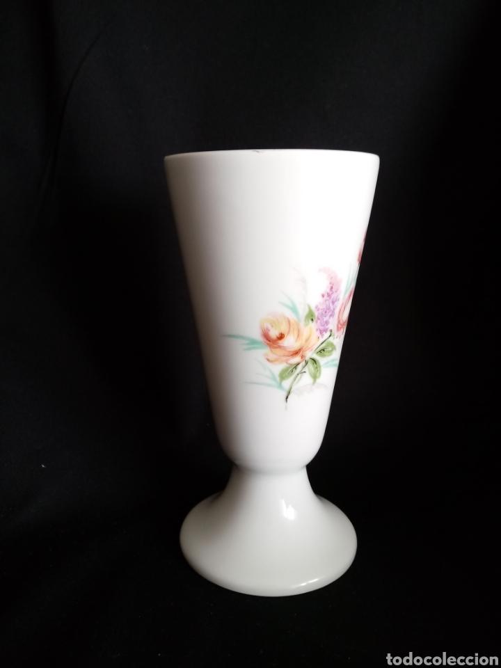 Antigüedades: Pequeño jarron de porcelana blanca de Limoges. Violetero. Florero - Foto 2 - 154653762
