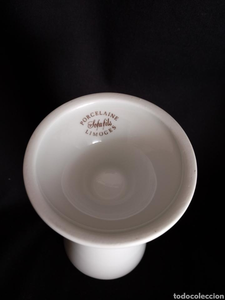 Antigüedades: Pequeño jarron de porcelana blanca de Limoges. Violetero. Florero - Foto 3 - 154653762