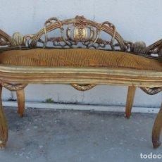 Antigüedades: BANCO DESCALZADOR , SILLA, SILLON, ESCABEL, MADERA TALLADA Y DORADA . Lote 154672862