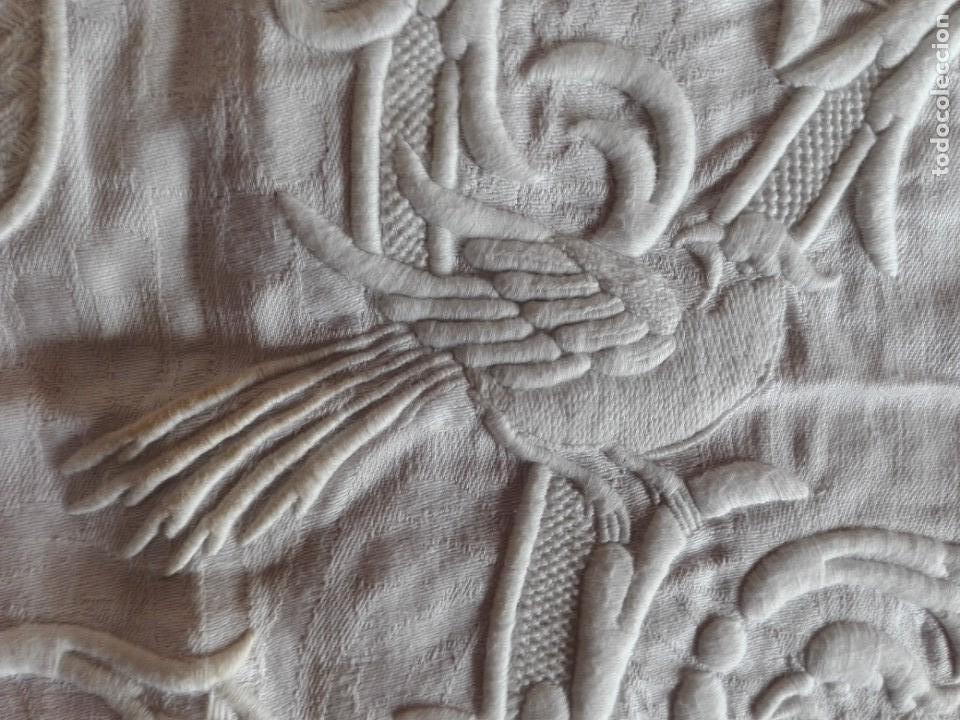 Antigüedades: SERVILLETA-MANTEL HILO DAMASCO BORDADO INICIALES CON PAJAROS S.XIX - Foto 5 - 154673938