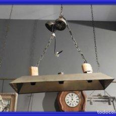 Antigüedades: LAMPARA PARA MESA LARGA DE METAL CON TRES LUCES SUPERDECORATIVA. Lote 154717610
