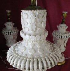 Antigüedades: BESTIAL! LAMPARA DE CERAMICA MANISES FLORES BLANCAS BONDIA . Lote 154718398