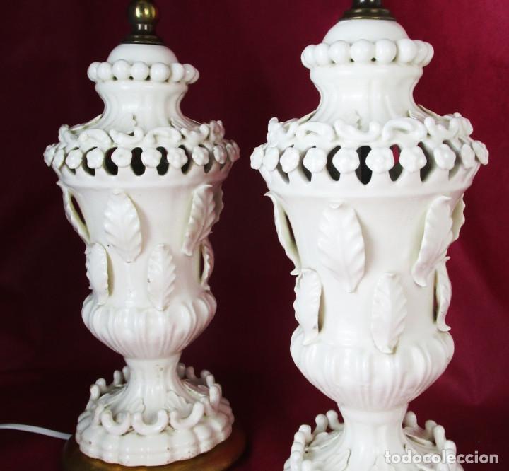 LA PAREJA MAS BUSCADA DE LAMPARAS CERAMICA MANISES BONDIA FLORES BLANCAS (Antigüedades - Iluminación - Lámparas Antiguas)