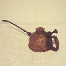 Antigüedades: ANTIGUA ACEITERA ENGRASADOR. Lote 156721349