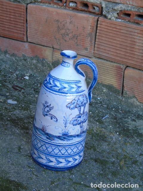 CERAMICA TRIANA BONITA BOTELLA DE CERAMICA FIRMADO A VALVERDE TRIANA (Antigüedades - Porcelanas y Cerámicas - Triana)