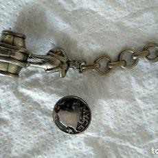 Antigüedades: LLAVERO Y PIN DE PLATA . Lote 154749746