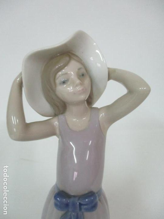 Antigüedades: Bonita Figura - Porcelana Lladró - Niña con Pamela - Foto 4 - 154774258