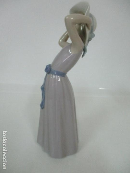 Antigüedades: Bonita Figura - Porcelana Lladró - Niña con Pamela - Foto 6 - 154774258