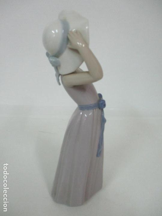 Antigüedades: Bonita Figura - Porcelana Lladró - Niña con Pamela - Foto 11 - 154774258