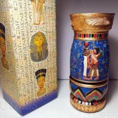 Antigüedades: BELLO BÚCARO O JARRÓN EGIPCIO DE LA CASA VERONESE (2004) PINTADO A MANO - INCLUYE EMBALAJE ORIGINAL. Lote 154785962