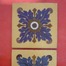 Antigüedades: TALAVERA DE LA REINA. CERAMICA 'RUIZ DE LUNA'. 2 MOSAICOS 20X20 CM. EN RELIEVE (CUERDA SECA). Lote 154799994