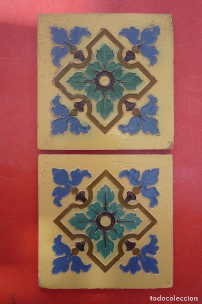 TALAVERA DE LA REINA. CERAMICA 'RUIZ DE LUNA'. 2 MOSAICOS 20X20 CM. EN RELIEVE (CUERDA SECA) (Antigüedades - Porcelanas y Cerámicas - Talavera)