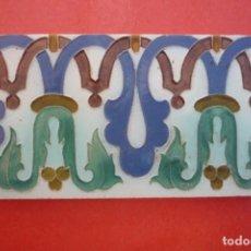 Antigüedades: TALAVERA DE LA REINA. CERAMICA 'RUIZ DE LUNA'. MOSAICOS 13,7X27,4 CM. EN RELIEVE (CUERDA SECA). Lote 154800786