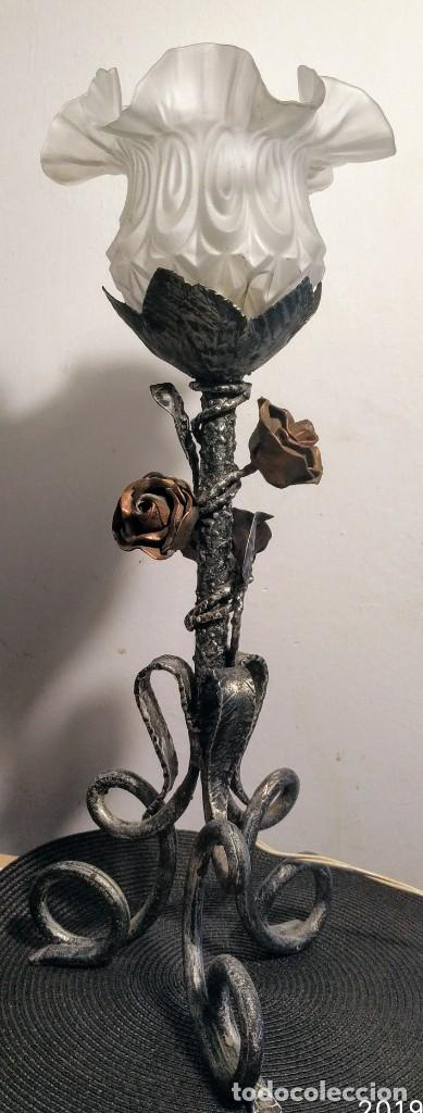 ANTIGUA LAMPARA TULIPA, HIERRO FORJADO,ROSAS BRONCE (Antigüedades - Varios)