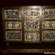 Antigüedades: IMPRESIONANTE BARGUEÑO EN PLATA REPUJADA Y TALLA. Lote 154808530