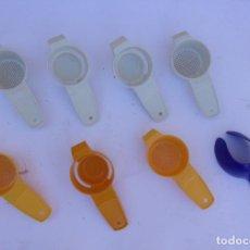 Antigüedades: LOTE DE COLADORES DE PLASTICO Y SACAR EL HUEVO DEL AGUA.. Lote 154839510
