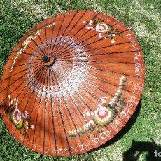 Antigüedades: PARASOL CHINO PARAGUAS SOMBRILLA PAPEL PINTADO A MANO. Lote 154845498
