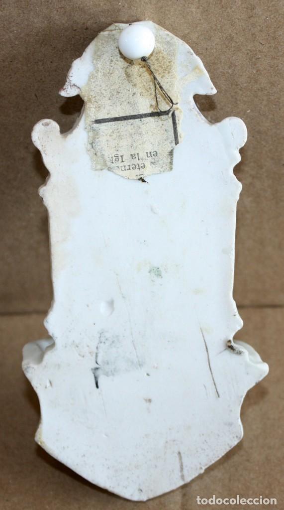 Antigüedades: BENDITERA DE PORCELANA ESMALTADA-VIRGEN. - Foto 2 - 154870274