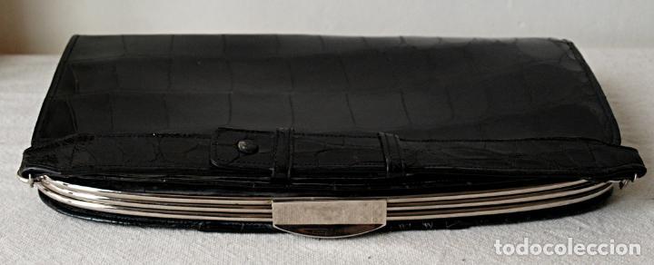 Antigüedades: ANTIGUO BOLSO DE PIEL DE COCODRILO NEGRO. 28 X 18 CM APROX. VER FOTOS Y DESCRIPCION. - Foto 4 - 154922250