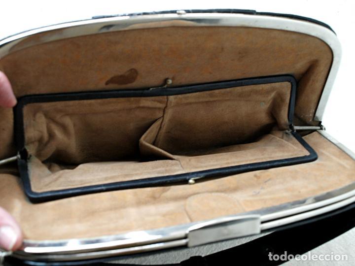 Antigüedades: ANTIGUO BOLSO DE PIEL DE COCODRILO NEGRO. 28 X 18 CM APROX. VER FOTOS Y DESCRIPCION. - Foto 8 - 154922250
