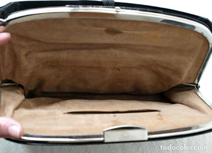 Antigüedades: ANTIGUO BOLSO DE PIEL DE COCODRILO NEGRO. 28 X 18 CM APROX. VER FOTOS Y DESCRIPCION. - Foto 10 - 154922250