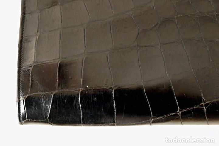 Antigüedades: ANTIGUO BOLSO DE PIEL DE COCODRILO NEGRO. 28 X 18 CM APROX. VER FOTOS Y DESCRIPCION. - Foto 17 - 154922250