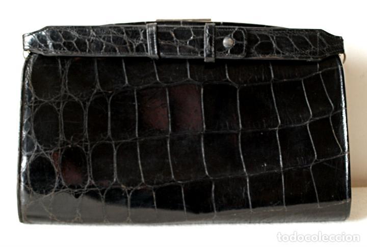 Antigüedades: ANTIGUO BOLSO DE PIEL DE COCODRILO NEGRO. 28 X 18 CM APROX. VER FOTOS Y DESCRIPCION. - Foto 26 - 154922250