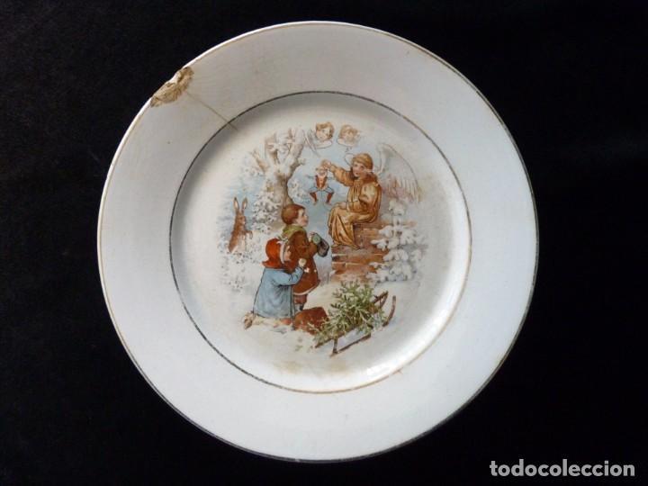 ANTIGUO PLATO LLANO PARA PASTAS, DE LOZA PICKMAN, S.A. SEVILLA CARTUJA. DECORACIÓN NAVIDAD. 23,4 CM. (Antigüedades - Porcelanas y Cerámicas - La Cartuja Pickman)