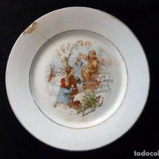 Antigüedades: ANTIGUO PLATO LLANO PARA PASTAS, DE LOZA PICKMAN, S.A. SEVILLA CARTUJA. DECORACIÓN NAVIDAD. 23,4 CM.. Lote 154924886