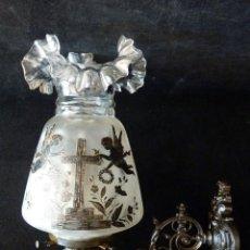Antigüedades: ANTIGUA LÁMPARA PETRÓLEO, APLIQUE FUNERARIO. HIERRO FUNDIDO, TULIPA CRISTAL PINTADA A MANO. SIGLO XI. Lote 154930534