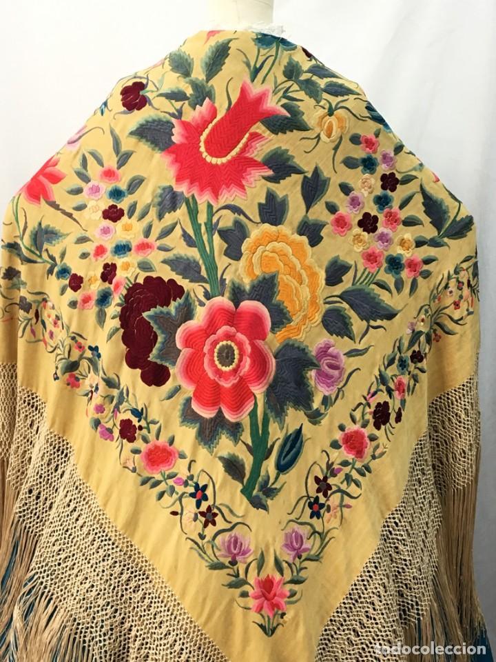 Antigüedades: Manton de manila antiguo amarillo de tulipanes - Foto 2 - 154968190