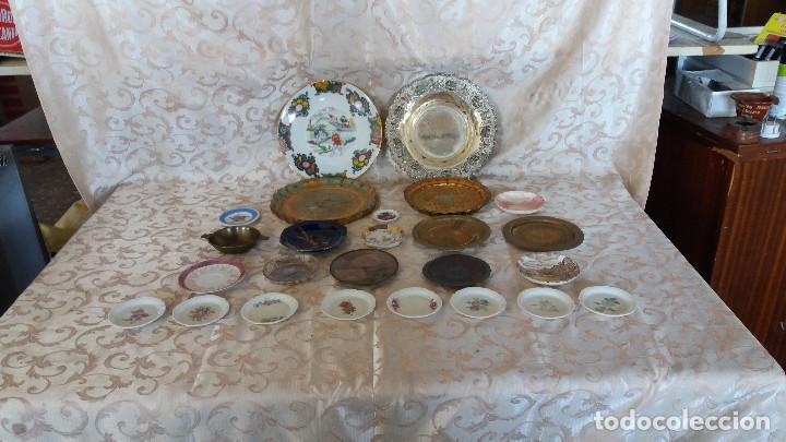 Antiquitäten: Gran Lote de Platos decorativos, varias marcas, materiales y años - Foto 30 - 154988622