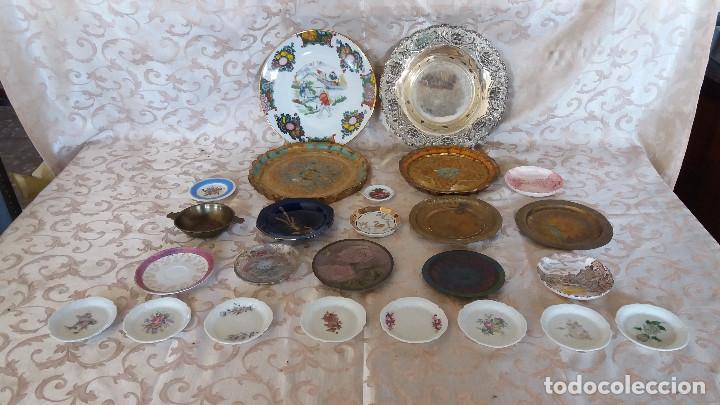 GRAN LOTE DE PLATOS DECORATIVOS, VARIAS MARCAS, MATERIALES Y AÑOS (Antiquitäten - Wohnen und Dekoration - Antike Teller)