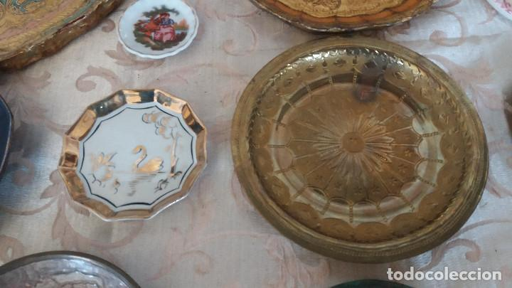 Antiquitäten: Gran Lote de Platos decorativos, varias marcas, materiales y años - Foto 9 - 154988622