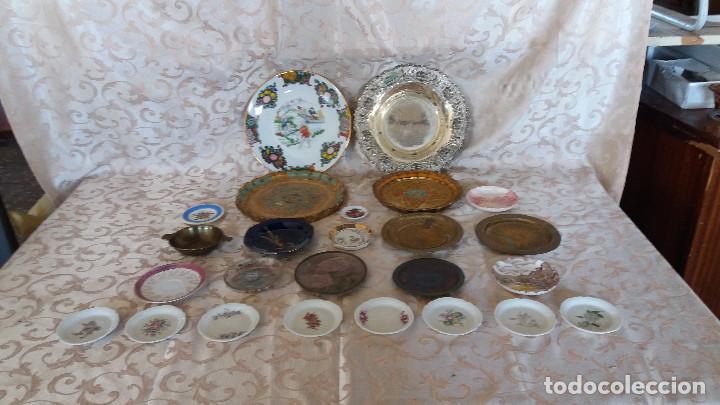 Antiquitäten: Gran Lote de Platos decorativos, varias marcas, materiales y años - Foto 2 - 154988622