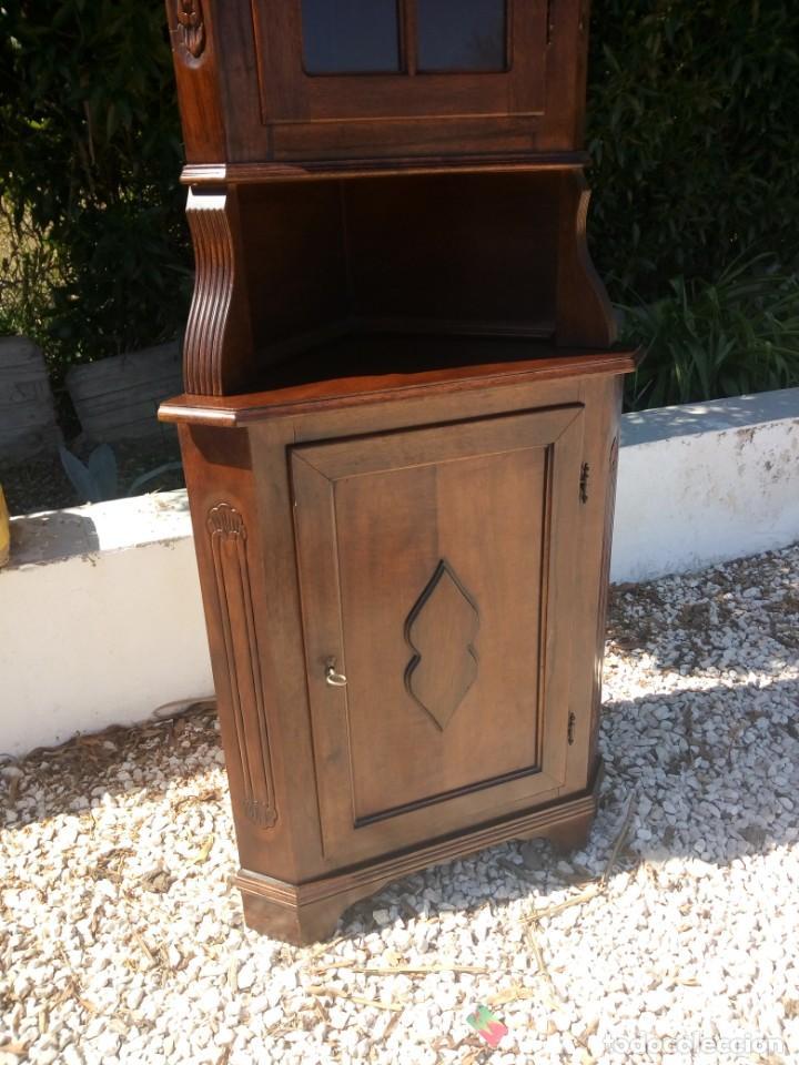 Antigüedades: Preciosa vitrina rinconera con mueble por debajo.tallada. - Foto 3 - 155000458