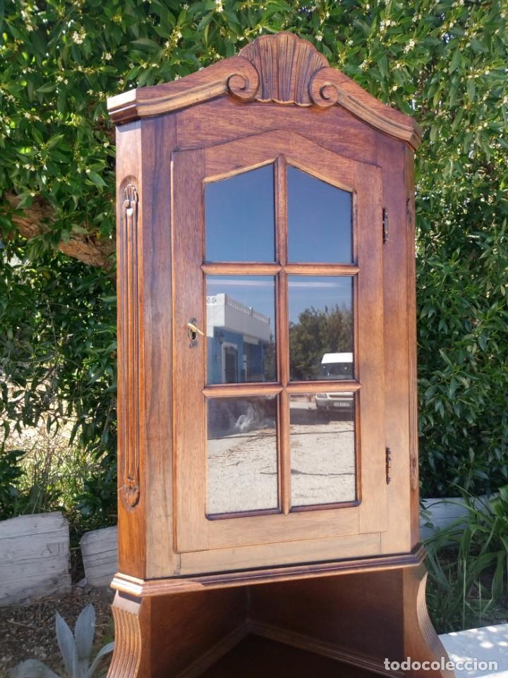 Antigüedades: Preciosa vitrina rinconera con mueble por debajo.tallada. - Foto 11 - 155000458