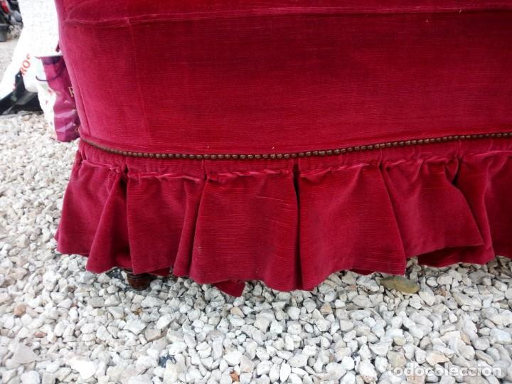 Antigüedades: Antiguo sofa isabelino tapizado rojo madera noble,patas torneadas. - Foto 3 - 155005966