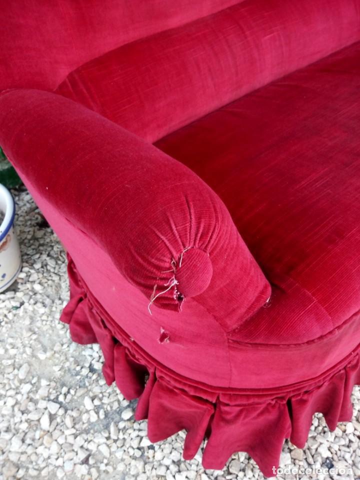 Antigüedades: Antiguo sofa isabelino tapizado rojo madera noble,patas torneadas. - Foto 9 - 155005966