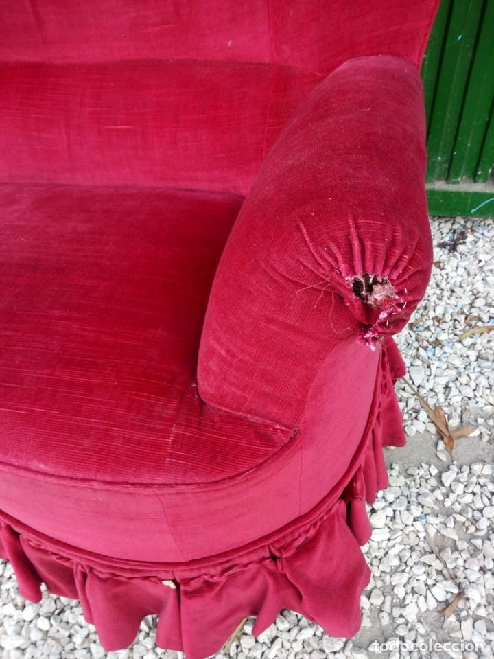 Antigüedades: Antiguo sofa isabelino tapizado rojo madera noble,patas torneadas. - Foto 10 - 155005966