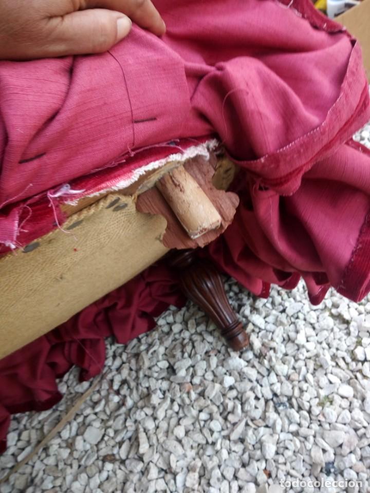 Antigüedades: Antiguo sofa isabelino tapizado rojo madera noble,patas torneadas. - Foto 16 - 155005966
