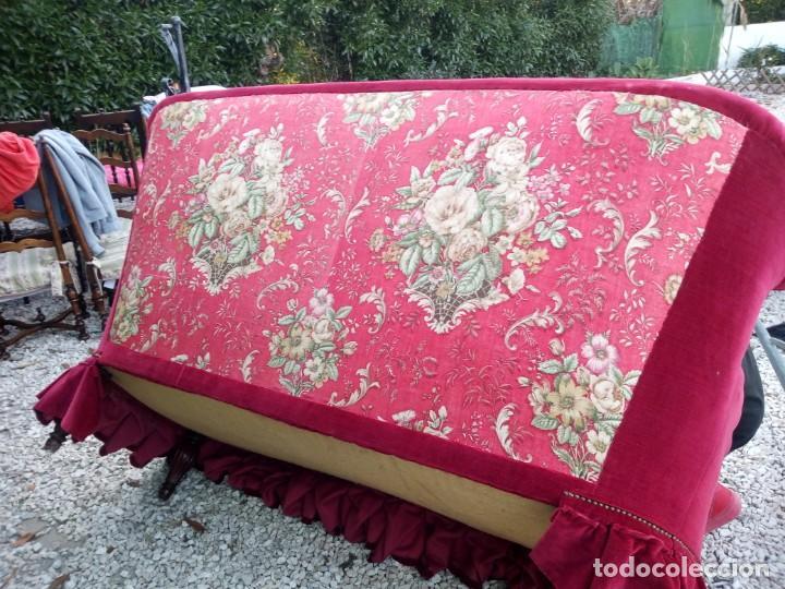 Antigüedades: Antiguo sofa isabelino tapizado rojo madera noble,patas torneadas. - Foto 17 - 155005966