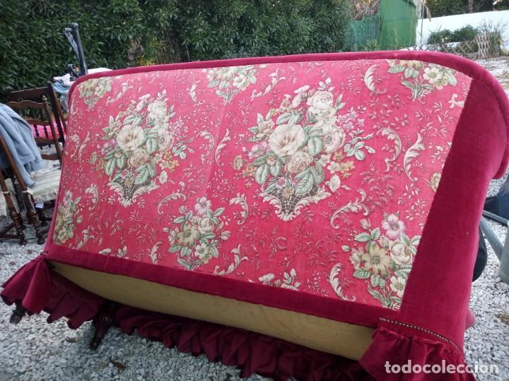 Antigüedades: Antiguo sofa isabelino tapizado rojo madera noble,patas torneadas. - Foto 18 - 155005966