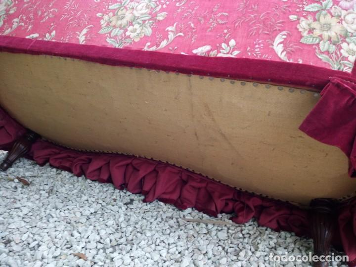 Antigüedades: Antiguo sofa isabelino tapizado rojo madera noble,patas torneadas. - Foto 19 - 155005966