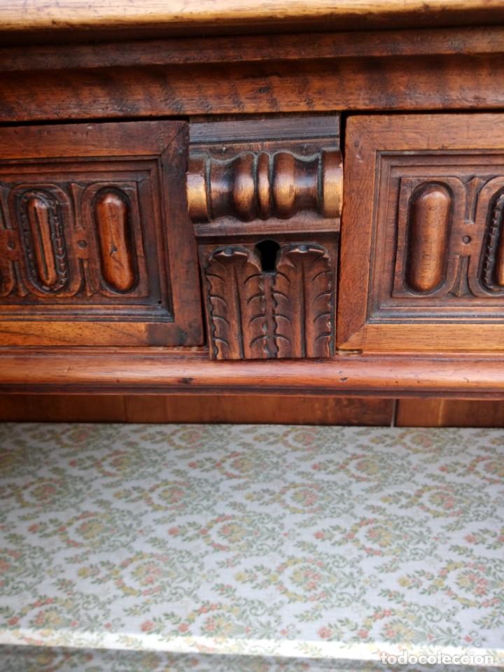 Antigüedades: Antiguo aparador de roble macizo,decoraciones talladas.2 cajones asas de bronce. - Foto 12 - 161353592