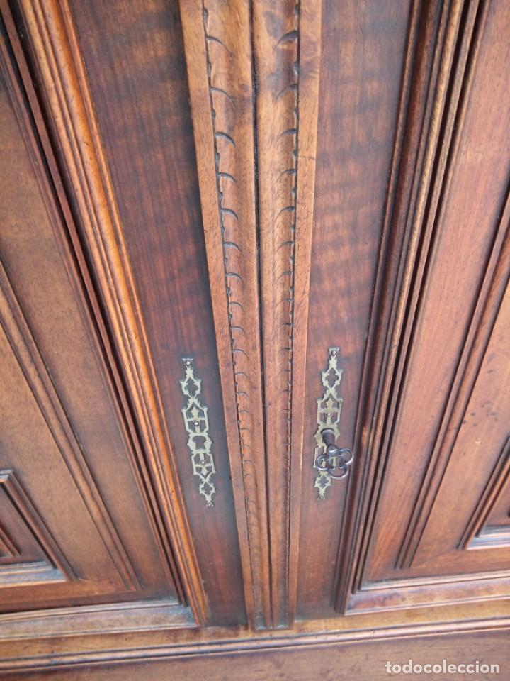 Antigüedades: Antiguo aparador de roble macizo,decoraciones talladas.2 cajones asas de bronce. - Foto 13 - 161353592