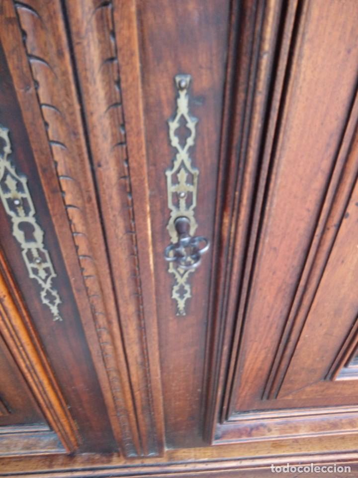 Antigüedades: Antiguo aparador de roble macizo,decoraciones talladas.2 cajones asas de bronce. - Foto 14 - 161353592