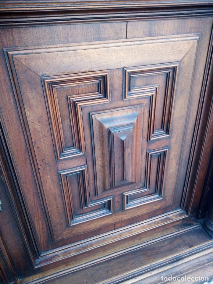 Antigüedades: Antiguo aparador de roble macizo,decoraciones talladas.2 cajones asas de bronce. - Foto 15 - 161353592