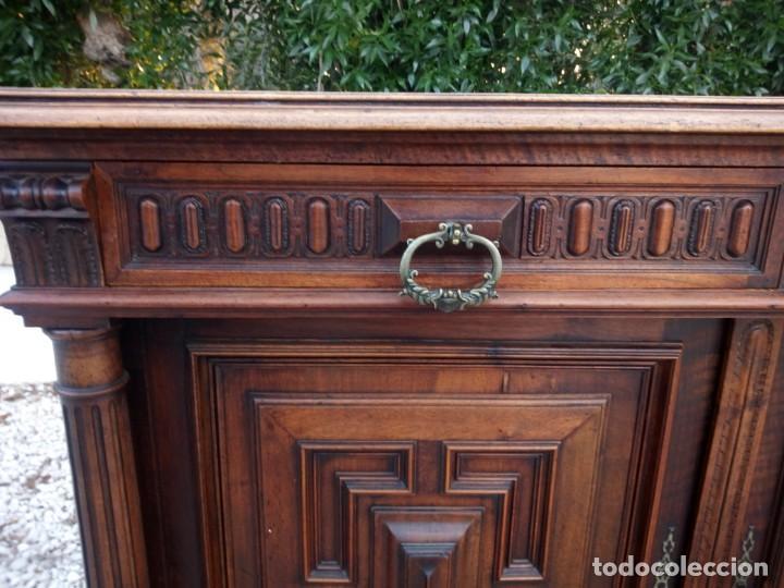 Antigüedades: Antiguo aparador de roble macizo,decoraciones talladas.2 cajones asas de bronce. - Foto 17 - 161353592